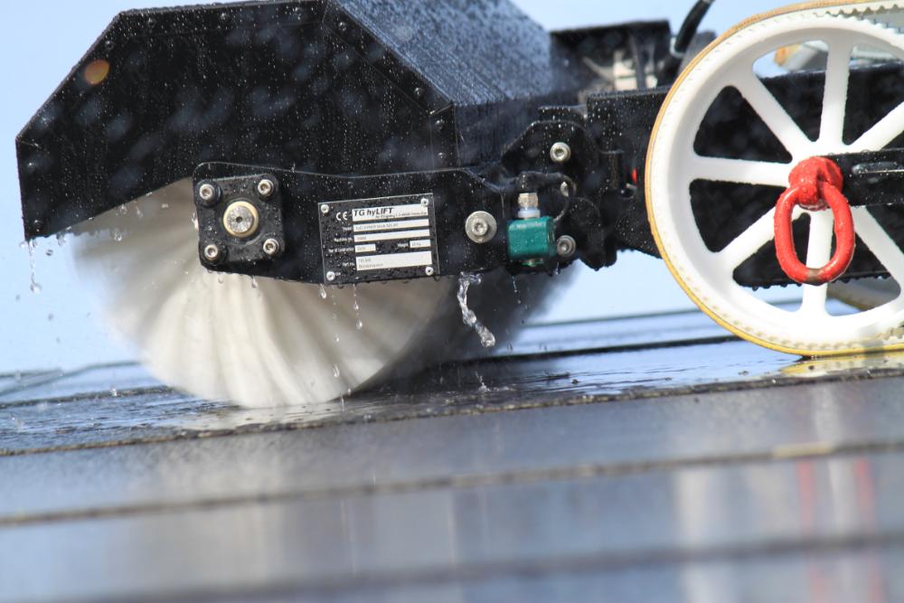 Roboter zur Reinigung von PV-Anlagen